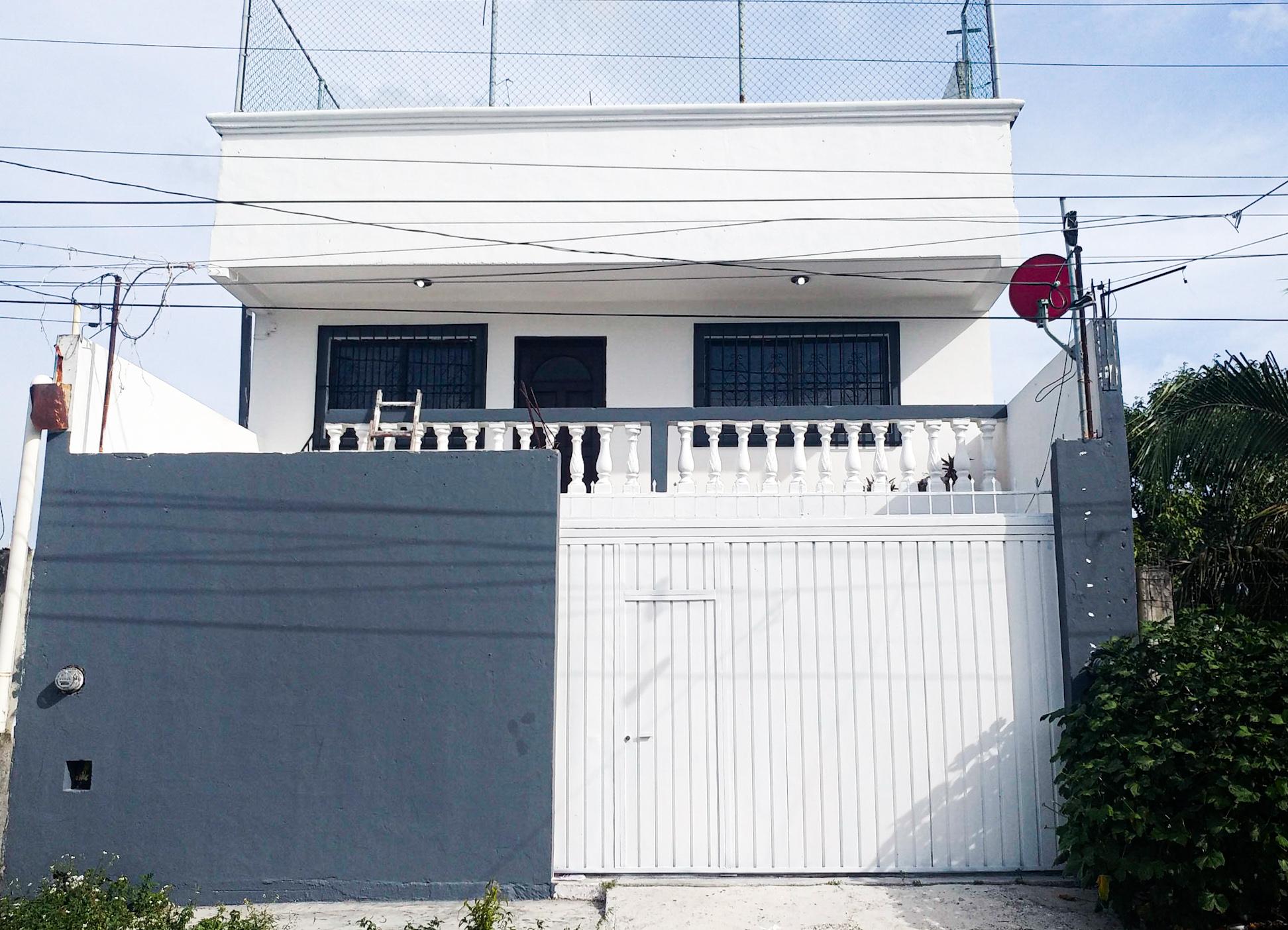 Hermosa Casa de 3 pisos Ubicada a una cuadra de Av 20 de Noviembre en Venta a Negociar!!